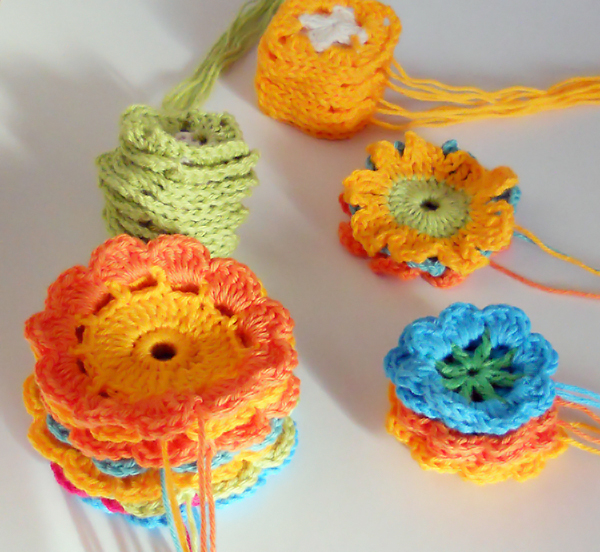 Crocheted_flowers