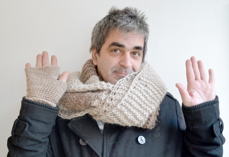 Knitted scarf-e